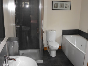 One bedroom lodge en-suite bathroom with jacuzzi bath at Bracken Lodges Self-Catering Holiday Loch Tay Kenmore Killin Perthshire